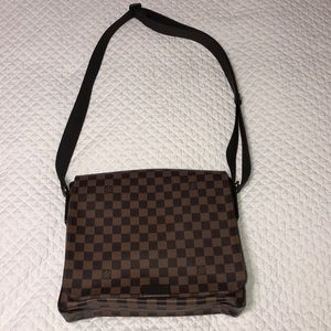 Louis Vuitton District Messenger Bag Damier MM